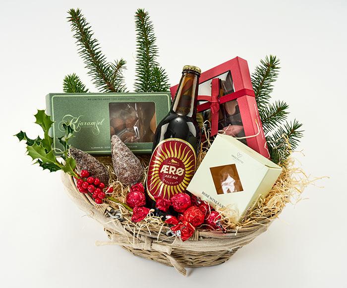 Julehyggelig gavekurv med blomst