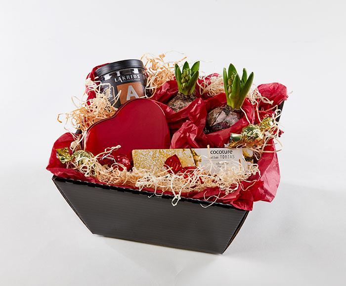 Julegavekasse med hyacinter og chokolade