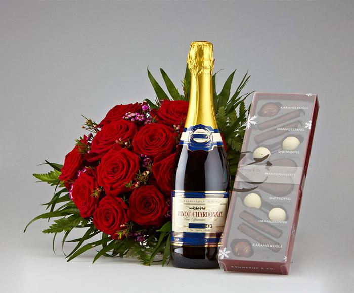 Image of   Røde roser, mousserende vin og chokolade
