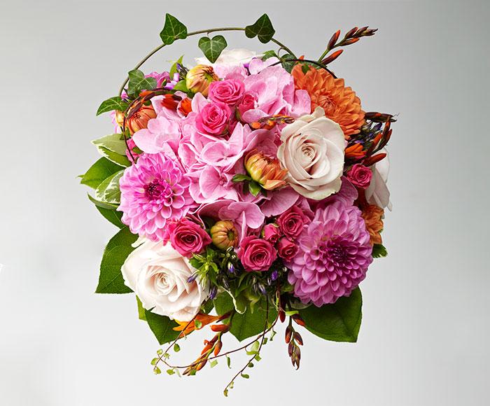Brudebuket af sensommerblomster
