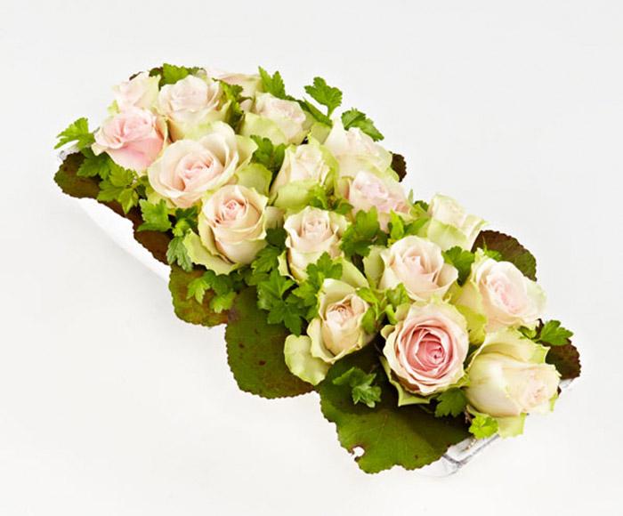 Dekoration med lyse roser