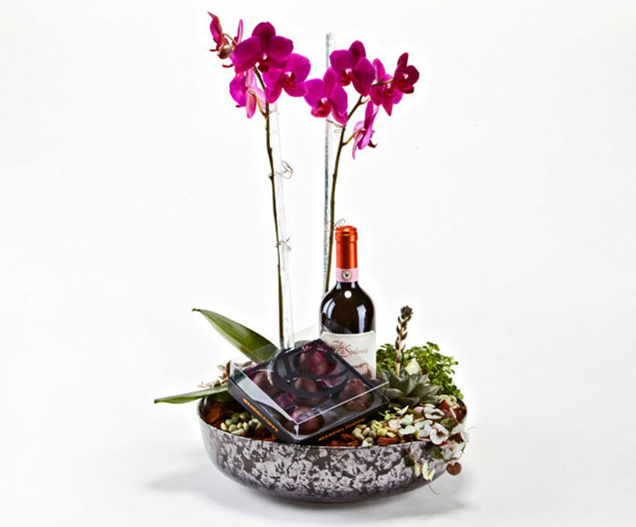 Plantedekoration med vin og lækker chokolade