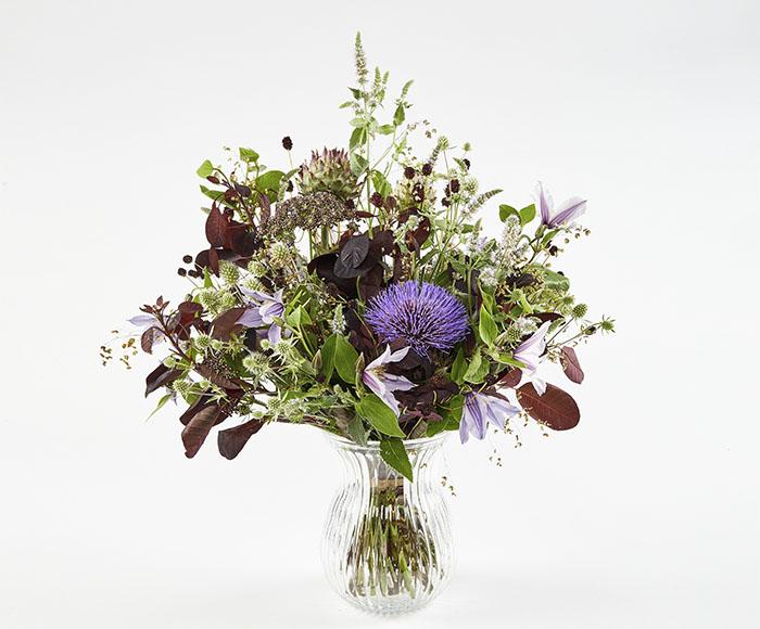 Image of   Den moderne mellemhøje grøftekantsbuket af sommer blomster.